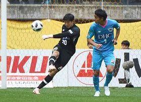守備の要として浦和戦での活躍が期待されるGK権田(左)とDF高橋祐=20日の仙台戦