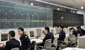 大災害を想定し、大阪市内の第2総合指令所で行われた東海道・山陽新幹線の運行管理=7日午前