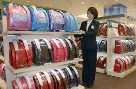 4月から開設されている岩田屋のランドセル売り場。さまざまな色やデザインの商品が並ぶ=今月1日、福岡市・天神