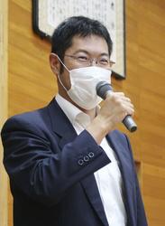授業をする茨城がん体験談スピーカーバンク代表の志賀俊彦さん=2020年9月、水戸市立常澄中