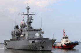フランス海軍のフリゲート艦「バンデミエール」=2018年3月、フィリピン・マニラ(ロイター=共同)