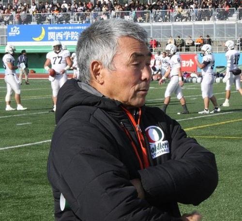 試合後、インタビューに答える水野彌一総監督=撮影:山岡丈士、12月7日、王子スタジアム