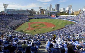 今季、全試合で満員御礼となったベイスターズの本拠地横浜スタジアム。来季は、左翼後方にも座席が新設される
