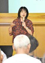 世界60カ国以上を旅した経験を披露した遠目塚さん