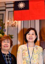 上村会長(左)と台北駐日経済文化代表処横浜分処の張処長 =ホテルモントレ横浜