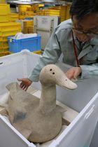 10周年企画展に並ぶ「水鳥形埴輪」=県立考古博物館