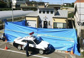 巡査長の男性が刃物で刺され、搬送先で死亡する事件が発生した東仙台交番=19日午後、仙台市宮城野区
