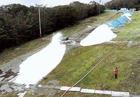 整備が進むゲレンデ=15日午後、裾野市須山のスキー場「イエティ」(静岡新聞社小型無線ヘリ「ホーク」から)