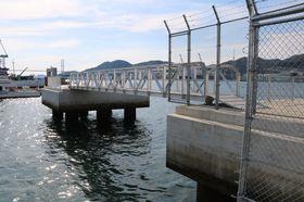 大型のクルーズ船に対応するため、新たに設けたドルフィン=長崎港松が枝岸壁
