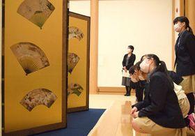 重文屏風、間近でじっくり観察 醍醐寺、中学生が鑑賞授業
