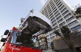 出火したと通報があった経産省の庁舎=20日午前10時35分、東京・霞が関