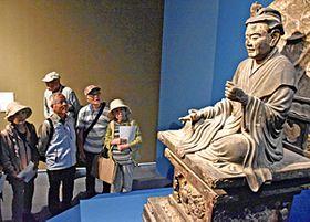 15日まで展示されている国宝の維摩居士坐像