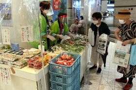 広島市佐伯区などの特産品を販売した観光物産展
