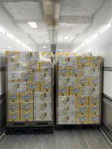 香港輸出に向け、トラックに積み込まれた坂本養鶏の卵(同社提供)
