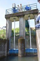 水質が改善していることから、開放された川内川の取水口。これにより、101ヘクタールで稲作が可能になる=22日午前、えびの市の堂本地区