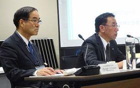 六ケ所再処理工場の安全対策などを説明する日本原燃の増田社長(右)。左は津幡俊副社長=18日、東京・港区