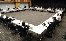 14日に開催された新型コロナウイルス感染症対策専門家会議=東京都千代田区