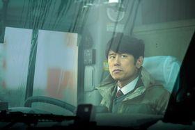 映画「ミッドナイト・バス」の一場面((C)2017「ミッドナイト・バス」ストラーダフィルムズ/新潟日報社)