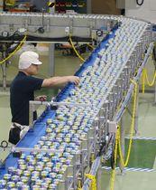 キリンビールが名古屋工場に新設した缶酎ハイの製造設備=12日、愛知県清須市