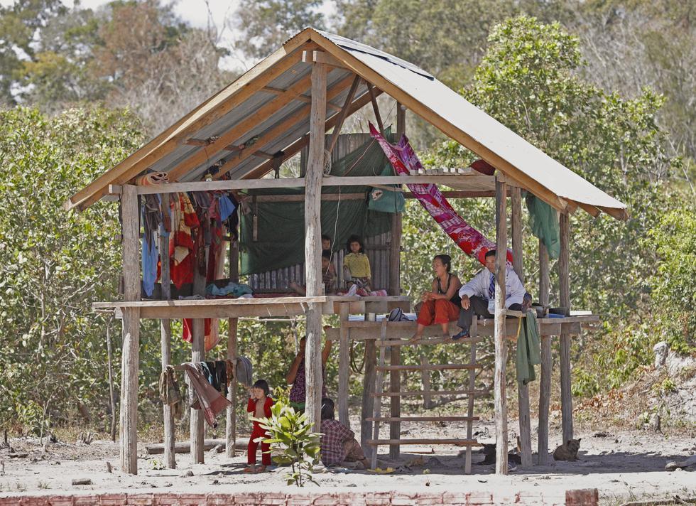 タボー村で先住民プラウが生活する高床式の家=カンボジア北東部ラタナキリ州(撮影・大森裕太、共同)