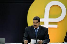 ベネズエラ・カラカスで行われた仮想通貨「ペトロ」流通の記念式典で発言するマドゥロ大統領=20日(ロイター=共同)