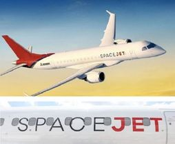 三菱航空機が開発中の国産初のジェット旅客機MRJから名称を改めた「スペースジェット」(上は同社提供、下はパリ国際航空ショーで展示した機体)