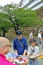 スタンプラリーを観光客らに紹介したPRイベント