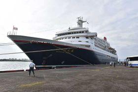 神戸港から約400人の乗客を乗せ、宮崎港に寄港したクルーズ船「にっぽん丸」