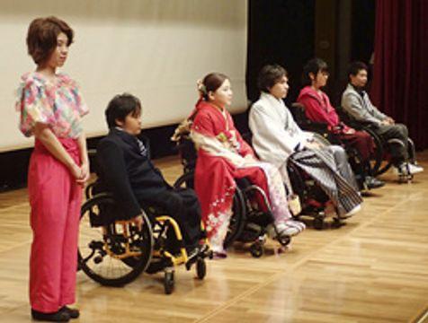 障害者も装い楽しみたい 舞台でファッション披露