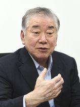 インタビューに答える韓国大統領府の文正仁統一外交安保特別補佐官(共同)