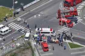 保育園児らの列に車が突っ込んだ事故現場の交差点=5月8日