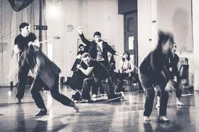 英国の劇団「シェークスピア アンサンブル」のリハーサル風景