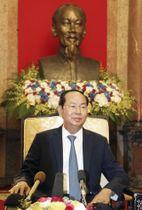 インタビューに答えるベトナムのチャン・ダイ・クアン国家主席=25日、ハノイ(共同)