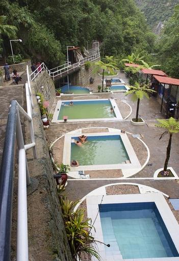 ペルー・マチュピチュ村の村長を務めた日本人移民、野内与吉は温泉を発見し、住民らに日本の風呂の習慣を教えた。温泉は現在も観光名所として旅行者の人気を集める=4月(共同)