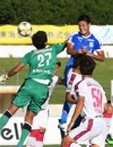 沼津―C大阪U―23 後半14分、沼津・坂本(右)がクロスに頭で合わせゴールを決める=愛鷹広域公園多目的競技場
