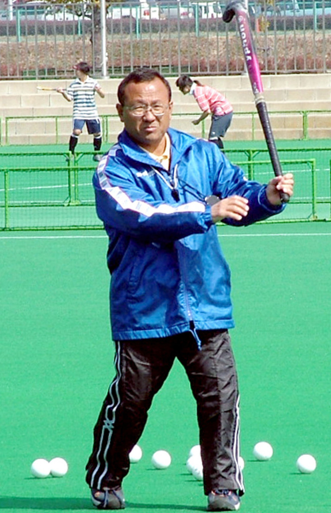 1968年メキシコ五輪に選手で出場するとともに、監督としても日本女子を2度五輪に導いた安田善治郎