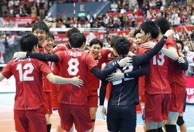 カナダに勝利し喜ぶ日本=広島県立総合体育館