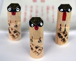 道明寺天満宮の鳥のウソの木彫り