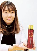 日本酒を配合した化粧水「富士高砂美水」=富士宮市