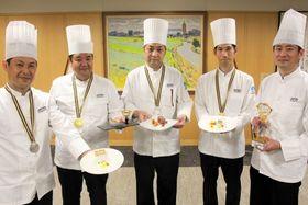 「長崎の中華を盛り上げたい」と語る長崎チーム。(左から)若杉さん、堀切さん、薛さん、田平さん、尾上さん=県庁