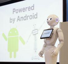 ソフトバンクグループの人型ロボット「ペッパー」=2016年5月、東京都港区
