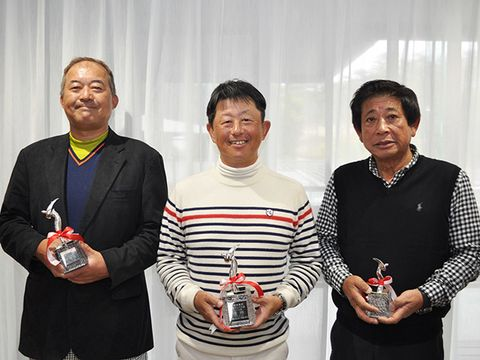 優勝の山村憲人(中央)、準優勝の藤井広文(左)、3位の松本隆