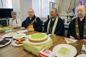 仏教に縁の深い素材を用いて作ったタルトなど、「塔頭カフェ」や特設ブースで出される和洋菓子(京都市下京区)