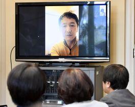 野党議員のヒアリングにビデオ通話で応じる岩田健太郎神戸大教授=19日午後、国会