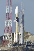 打ち上げが延期されたH2Aロケット35号機=12日午後、鹿児島県の種子島宇宙センター
