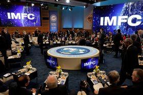 米ワシントンで開かれた国際通貨金融委員会=21日(ロイター=共同)