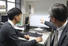 ソフトウエア型ロボットを使った実証実験に向けて作業の手順を確認する愛知県大府市職員ら=2月(大府市役所提供)