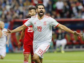 イラン―スペイン 後半、先制ゴールを決め喜ぶスペインのディエゴコスタ=カザン(共同)