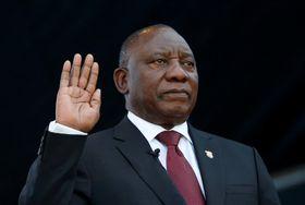 就任宣誓する南アフリカのラマポーザ大統領は25日、プレトリア(ロイター=共同)