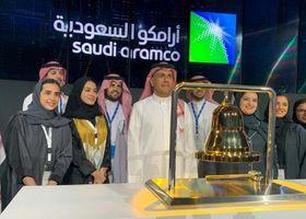 サウジアラムコの新規株式上場を記念した式典=11日、サウジアラビア・リヤド(ロイター=共同)